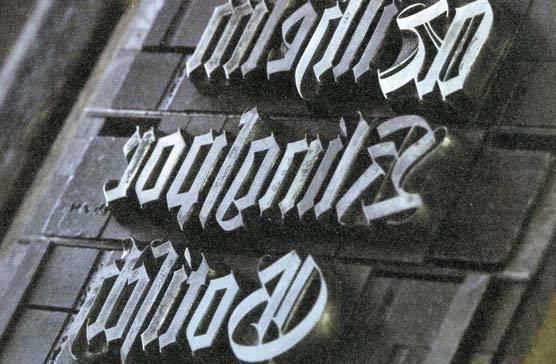 한국 전통 인쇄의 금속활자인 정리자 활자(위, 1795 정조 19, 사진 국립중앙박물관 홈페이지)와 유럽식 금속활자(아래, 사진 가즈이 공방). 같은 금속이지만 주조 성분이 서로 다르다는 사실을 대번에 알 수 있다.
