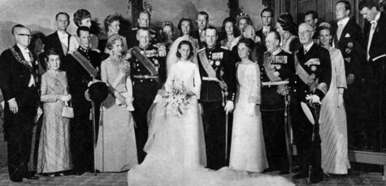 노르웨이 국왕 하랄 5세와 소냐 왕비의 1968년 결혼식 공식사진.식