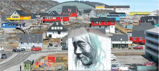 이누이트 원주민 초상화가 내걸린 수도 누크의 주택가. 최정동 기자