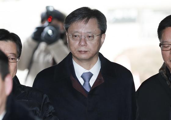 '국정농단 의혹' 우병우의 1심 선고가 내려집니다.