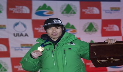 노스페이스, 클라이밍팀 박희용 선수…'2017 청송 아이스클라이밍 월드컵' 대회 2연패 달성