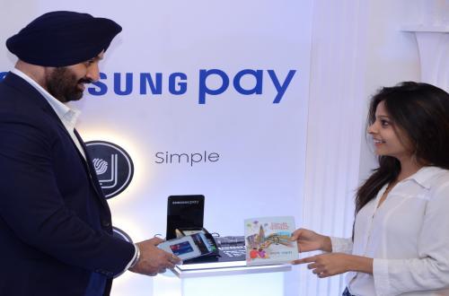 삼성 페이 인도 출시, 신용카드, 직불카드 결제 서비스