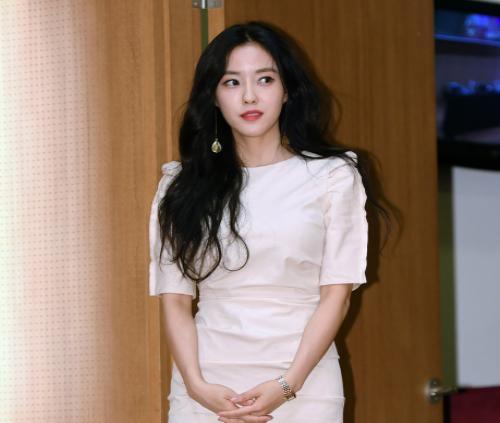 [★스타패션]티아라 효민, 팬 사인회서 빛난 세련된 원피스 어디꺼?