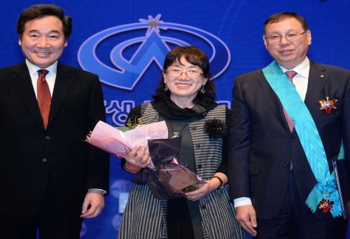 LG전자 조성진 부회장, 국가생산성대회'에서 최고영예 훈장 수상