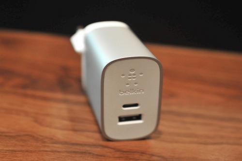 스마트폰의 고속충전을 허하라, 벨킨 USB-C+USB+A 듀얼 포트 충전기
