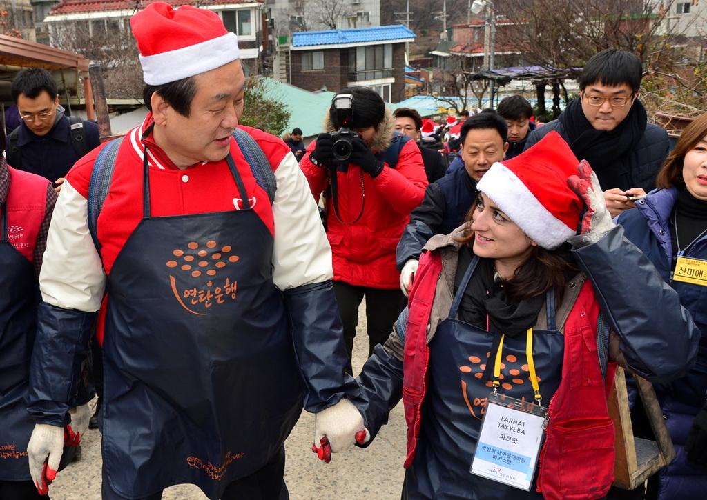 사랑의 연탄배달, 김무성 새누리당 대표 [사진=뉴시스]