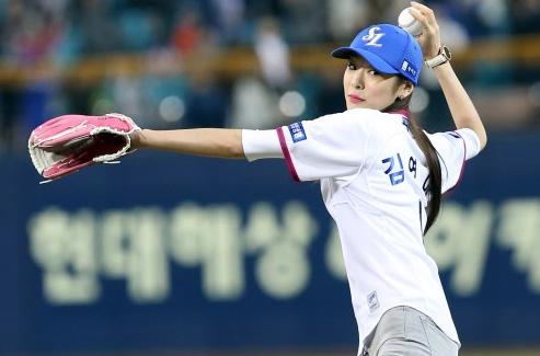 김연아,우아한 여왕의 시구 [일간스포츠]