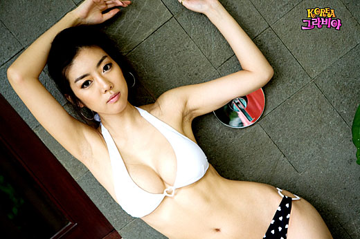 b217ab26fdf 강현주, 섹시 몸매 강조한 비키니 화보 - 일간스포츠