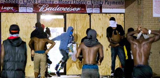 퍼거슨시 화염병 던지고 약탈까지 … 시위대 1명 총상