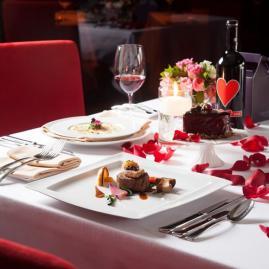 [송정 기자의 'Eat, Play, Love'] 호텔 연말 문화공연 패키지 2편- 뮤지컬 갈라 디너 콘서트, 호텔 영화관서 보는 영화