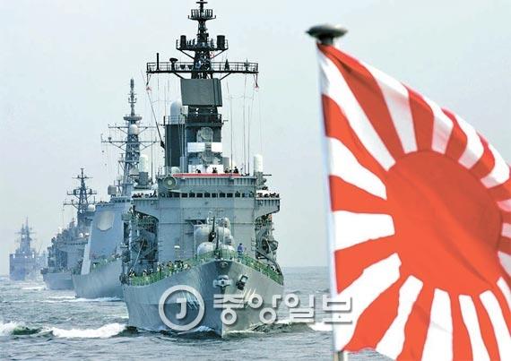 일본 함정, 욱일기 달고 진해항 입항