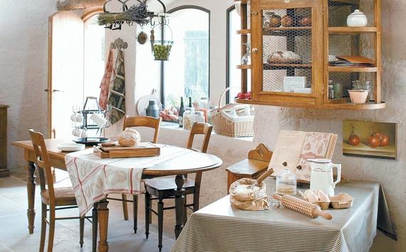 [인테리어 클립] 남프랑스 자연을 닮은, 나무 의자와 라벤더가 ...