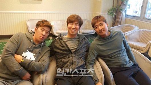 2015년 3월 일간스포츠와 인터뷰를 진행했던 김승회(왼쪽부터), 김성배, 정재훈의 모습.