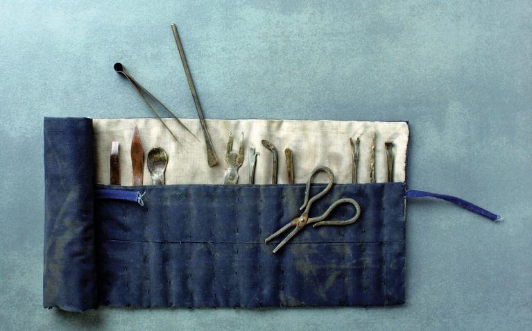 조선 중기 한의들이 종기를 치료할 때 사용한 침과 칼. [사진 춘원당한방박물관 제공]