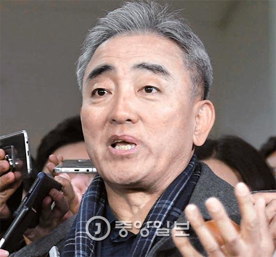 """유진룡 """"블랙리스트 큰일 난다 했지만, 박 대통령 묵묵부답"""""""