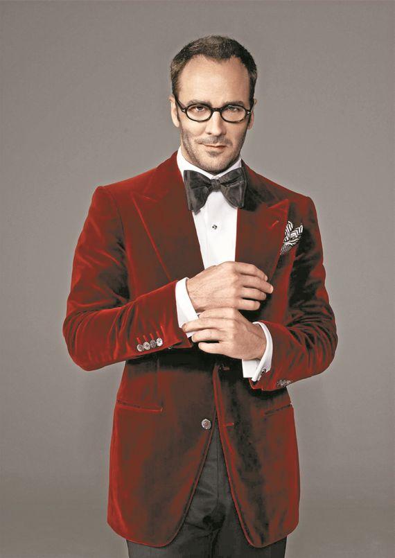 젊은 시절 영화배우를 꿈꿨던 톰 포드는 모델 뺨치는 외모와 스타일을 유지하며 최고의 셀럽으로 주목 받고 있다.
