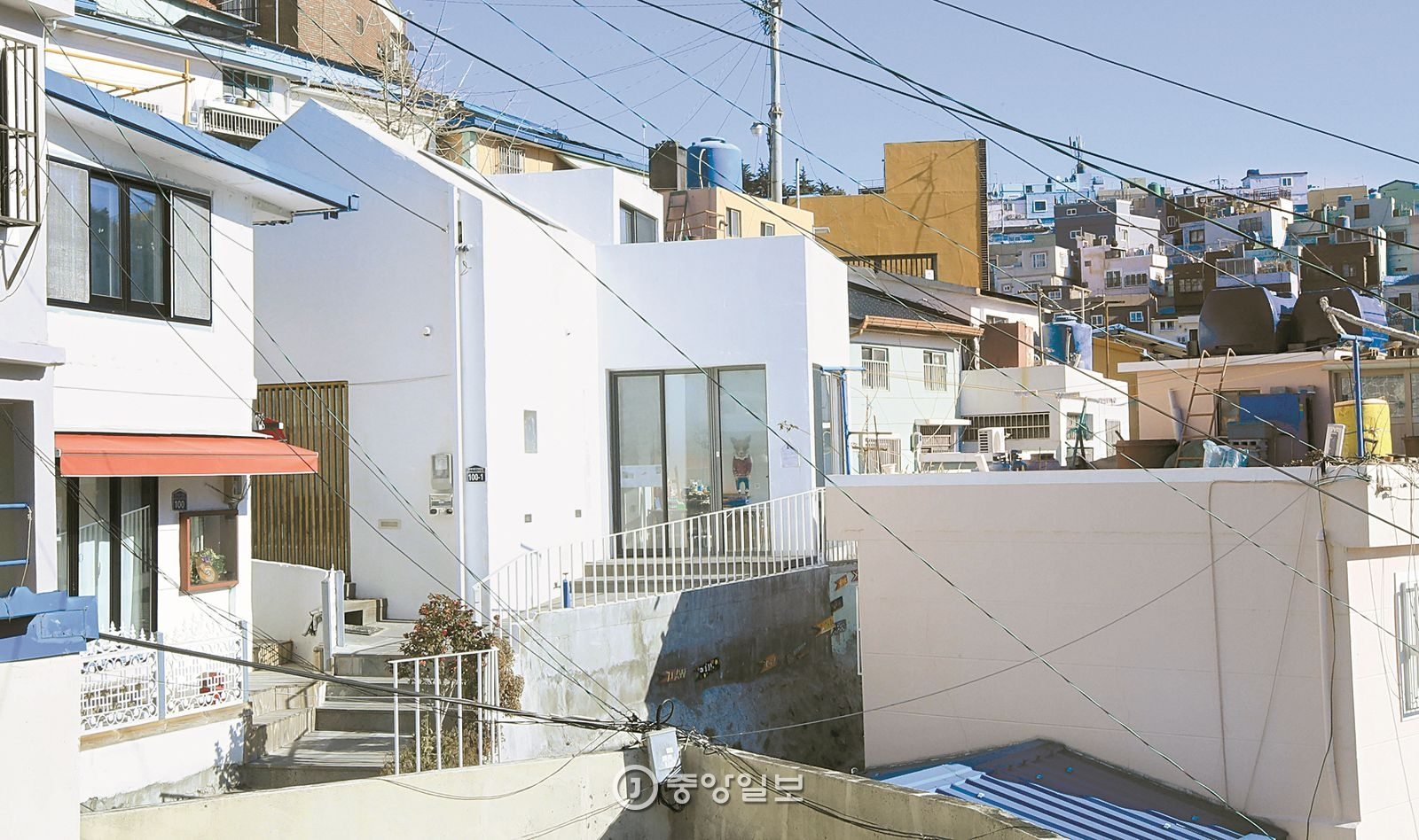 계단이 끝나는 곳에 있는 집이