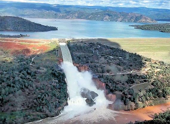[사진] 234m 미국 최고 높이 댐 배수로 균열, 20만 명 대피령