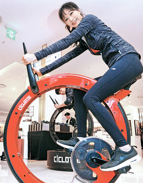 [사진] 색다른 실내용 자전거