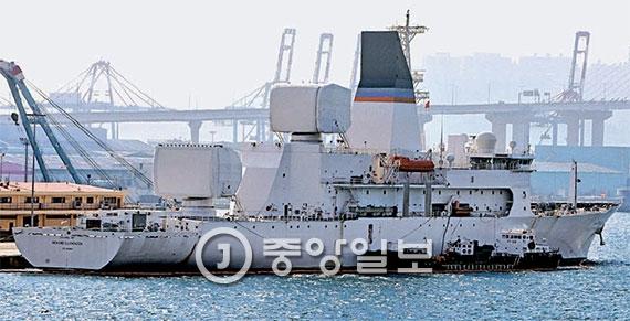 [사진] 미 최신예 탄도 미사일 추적함 '로렌젠호' 부산항에 입항