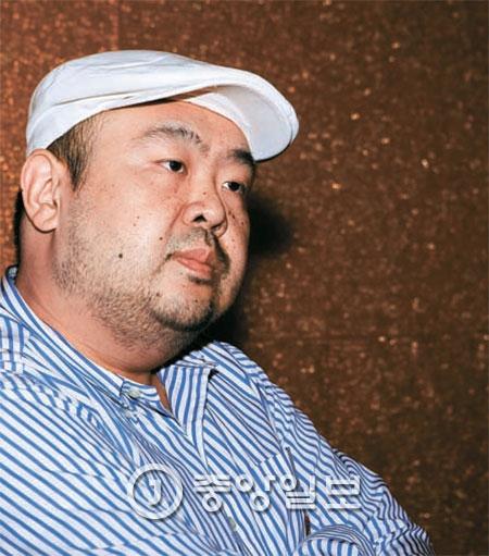 2010년 6월 4일 김정일 당시 국방위원장의 장남인 김정남씨가 마카오 알티라 호텔 10층 식당 앞에서 본지와 인터뷰하는 모습. [사진 신인섭 기자]