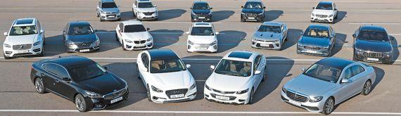 2차 심사를 위해 경기도 화성에 위치한 교통안전공단 자동차안전연구원에 모인 16대의 후보들. 소형 SUV부터 고성능 스포츠카, 전기차 등 다양한 모델들이 심판대에 올랐다. 각각 국산차 8종, 수입차 8종이며 적게는 2000만원대에서 많게는 1억원이 훌쩍 넘을 정도로 가격대도 다양하다. 차량들은 직진가속, 급제동, 슬라럼, 고속주행, 특수 내구로 주행 등 심사위원들의 엄격한 테스트를 받았다. 장진영 기자