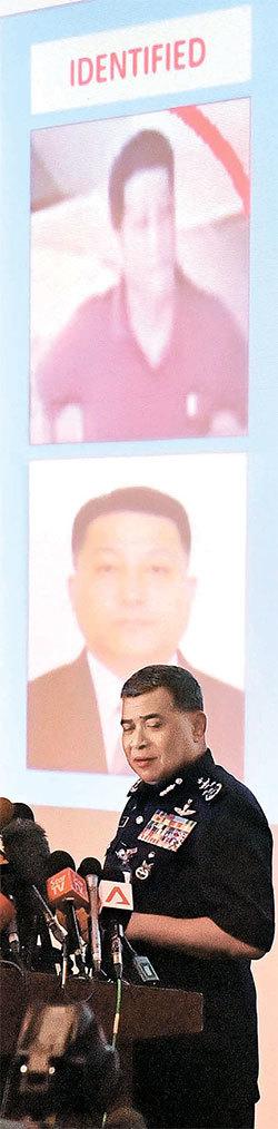 칼리드 아부 바카르 말레이시아 경찰청장이 22일(현지시간) 쿠알라룸푸르 경찰청에서 기자회견을 하고 김정남 암살 사건의 용의자로 지목된 북한 대사관 직원 현광성에 대해 브리핑 하고 있다. [뉴시스]
