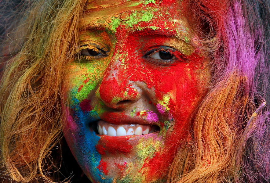 [화보] 물감 범벅 함박웃음…인도 색 축제 '홀리'
