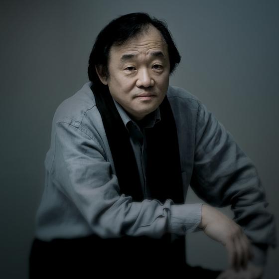백건우는 2007년 이후 10년 만에 베토벤 소나타 32곡 전곡을 연주하는 프로젝트를 진행한다. [중앙포토]