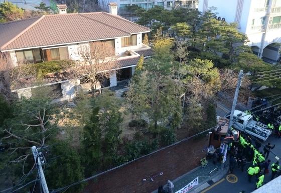 서울 강남구 삼성동의 박근혜 전 대통령 자택. [사진 공동취재단]