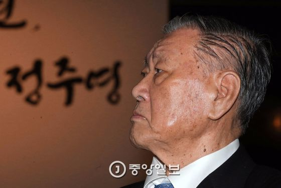 지난해 11월 '아산 정주영 탄신 100주년 기념식'에 참석한 정몽구 현대차그룹 회장. [중앙포토]