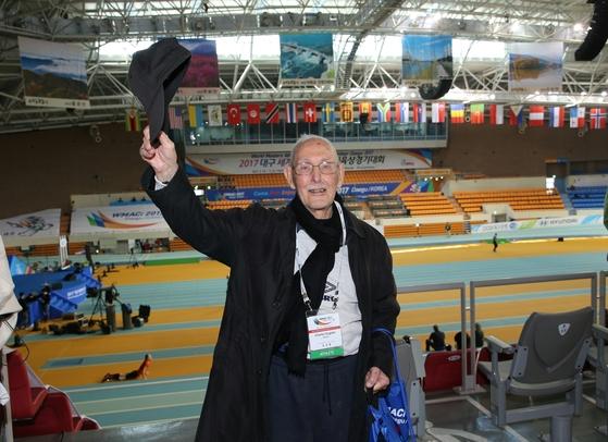 세계 마스터스실내육상경기대회최고령 참가자 기록에 도전하는98세의 어그스터. [사진 대구시]