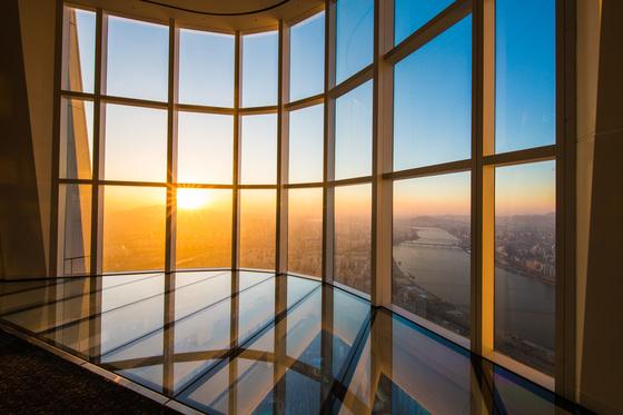 서울 잠실 롯데월드타워 117~123층에 있는 전망대 '서울스카이'. [사진 롯데물산]