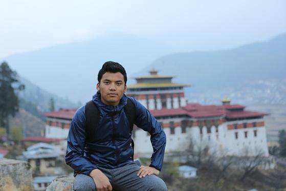 부탄에서 가장 아름다운 종(사원이자 성) 중 하나인 파로 종에서 만난 님 도르지.