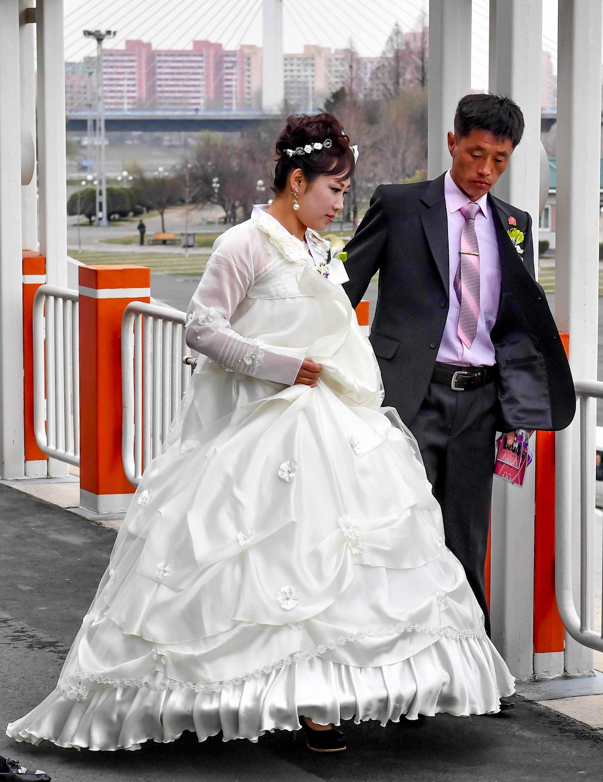 6일 결혼식을 마친 한쌍의 부부. 사진공동취재단