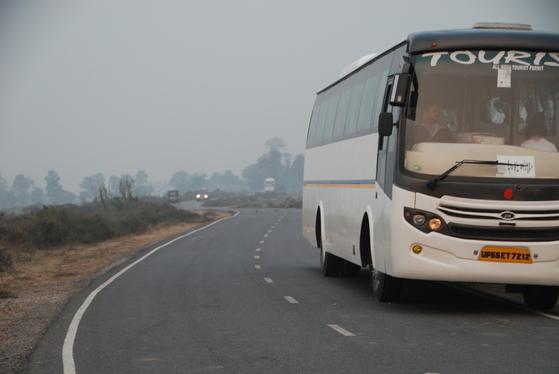 인도 지역 곳곳에서 고속도로 공사가 진행되고 있었다. 사회 인프라에 투자하는 인도의 모습이 보였다.