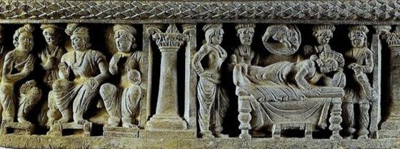 마야 왕비의 태몽 일화를 기록한 부조. 붓다의 일화는많은 조각물로 남겨져 있다.