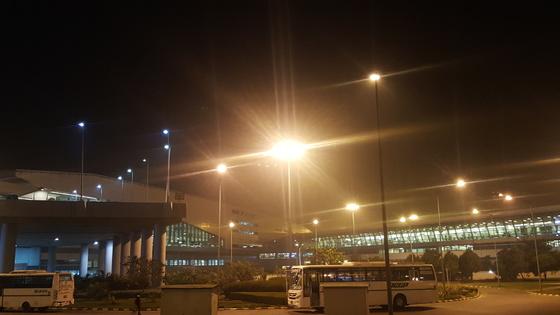 인도가 달라지고 있었다. 새롭게 건립한 델리 공항은 깔끔하고 현대적인 디자인이었다.