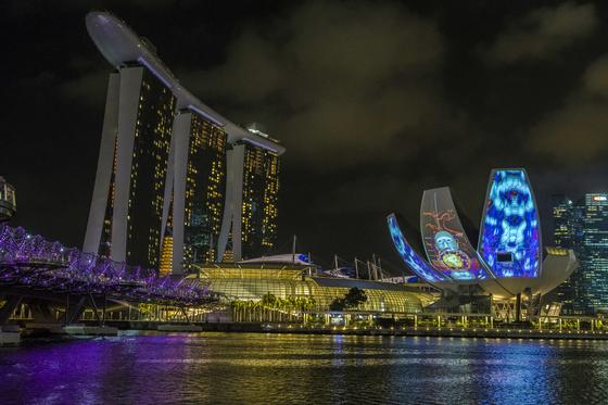 '두 얼굴의 도시' 싱가포르 밤은 낮보다 아름답다