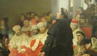 루터가 독일 제국의회에 참석해 황제와 영주 앞에서 주눅들지 않고 자신의 신앙을 항변하고 있다.