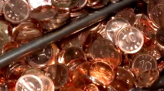 '동전없는 사회'가 20일부터 전국 2만3000개 편의점ㆍ마트서 시범 실시됐다. [중앙포토]