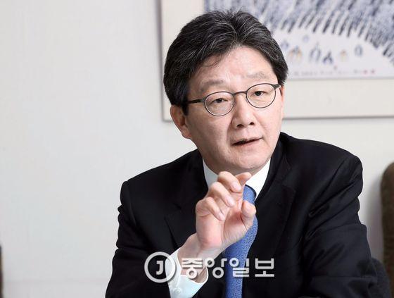 유승민 바른정당 후보가 19일 국회 의원회관 사무실에서 중앙일보와 인터뷰했다. 강정현 기자