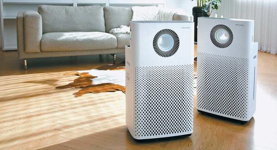 코웨이 멀티액션 가습공기청정기 IoCare'는 깨끗한 공기 흐름을 만드는 코웨이의 차별화된 에어다이나믹스 기술이 적용된 제품이다. 실내공기의 질에 따라 네 가지 모드의 멀티액션 기능을 발휘하며 공기 청정기능뿐 아니라 가습기능도 강화했다. [사진 코웨이]