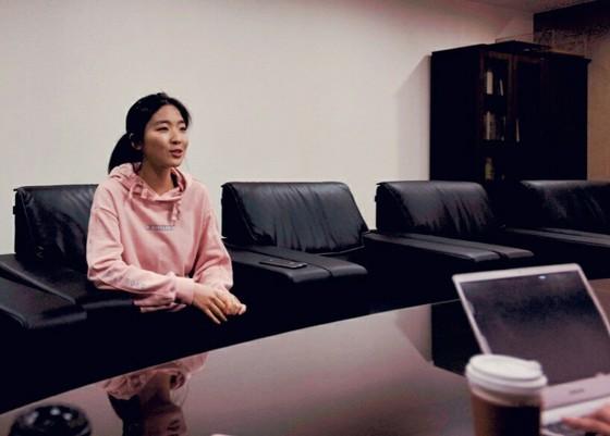 한국기원에서 인터뷰를 하고 있는 오정아 3단.