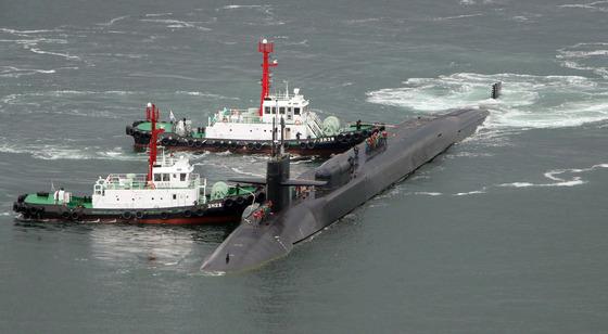 미시간함이 25일 부산 남구 해군작전사령부 부산기지에 입항하고 있다. 송봉근 기자