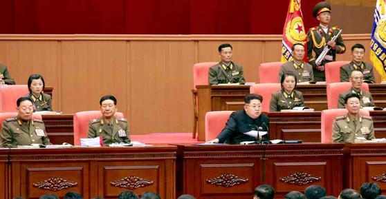 김정은 북한 노동당 위원장이 2015년 4월 열린북한군 제5차 훈련일꾼대회를 주재하고 있다.[사진=노동신문]