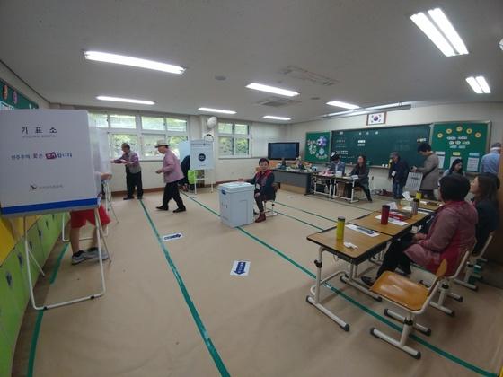 9일 오전 경기도 오산시 신장동 수청초등학교에마련된 제11투표소.김민욱 기자