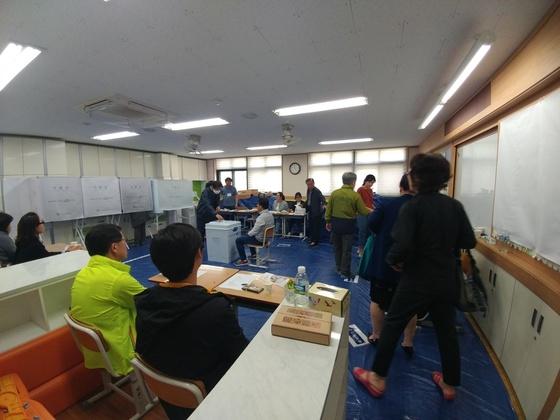 9일 오전경기도 화성시동탄1동 학동초등학교에 마련된 제8투표소.김민욱 기자