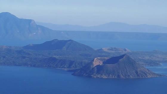 세계 유일의 '화산 속 화산'으로 유명한 타알 화산. 타알 화산이 있는 타가이타이는 맑은 공기와 쾌적한 기후로 최적의 휴양지로 꼽힌다.