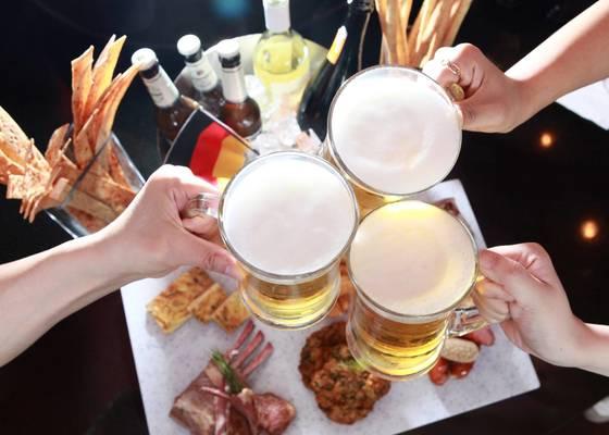 시원한 맥주는 여름 더위를 식혀준다. 호텔들은 주와 와인을 무제한으로 즐길 수 있는 해피아워를 진행한다. [사진 그랜드인터컨티넨탈 서울 파르나스]